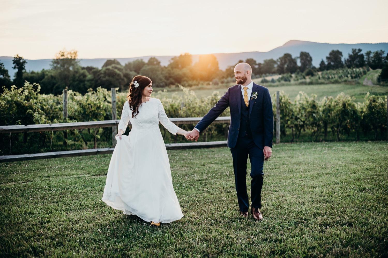 083_vineyards_virginia_faithbrooke_shenandoah_barn_sunnset_luray_wedding.jpg