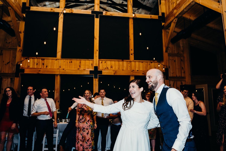 101_photos_barn_faithbrooke_vineyards_wedding_megan-graham-photography.jpg