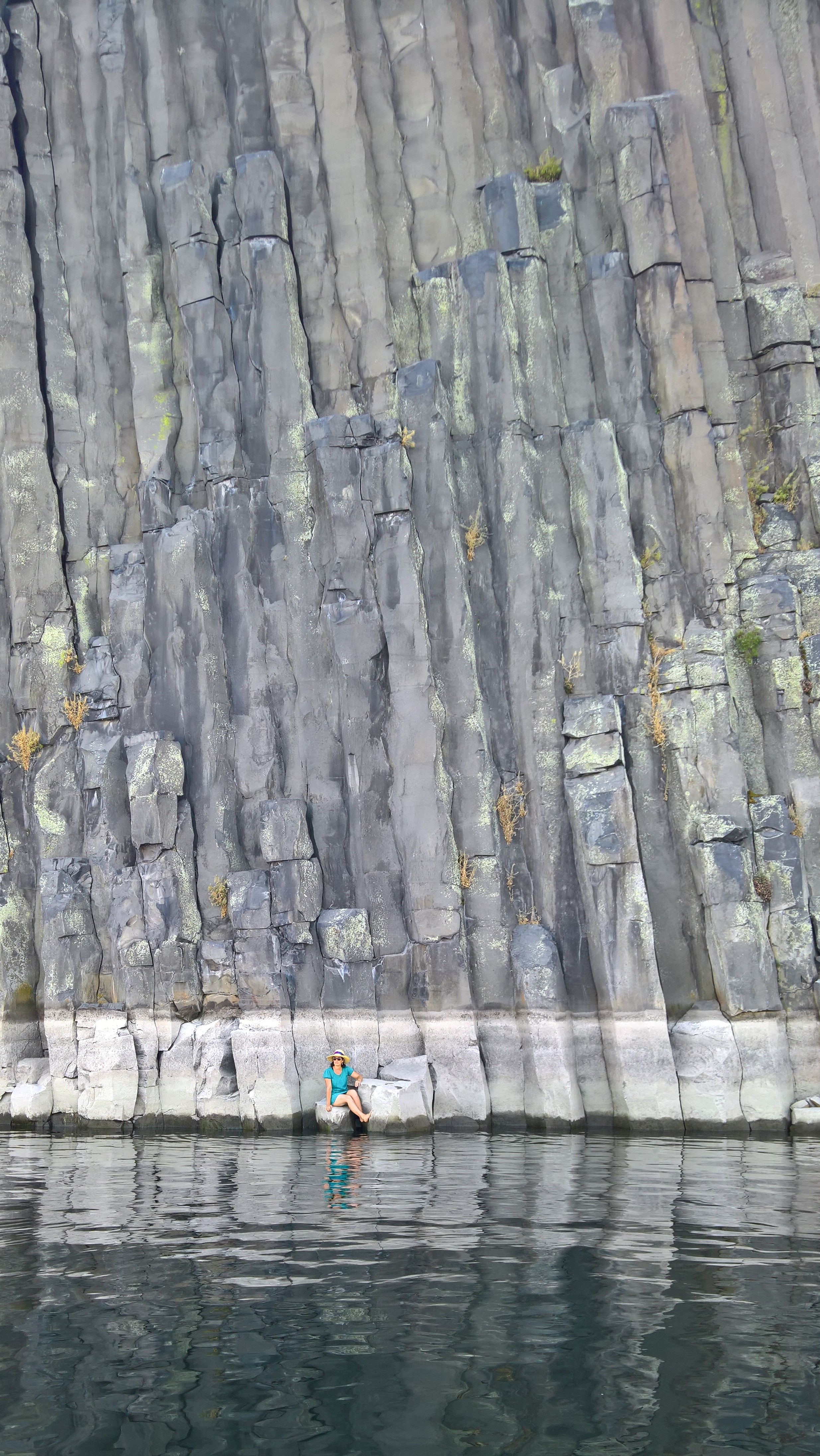 Check out our  Geologic History  page to learn how this perfect wall of columnar basalt was formed.