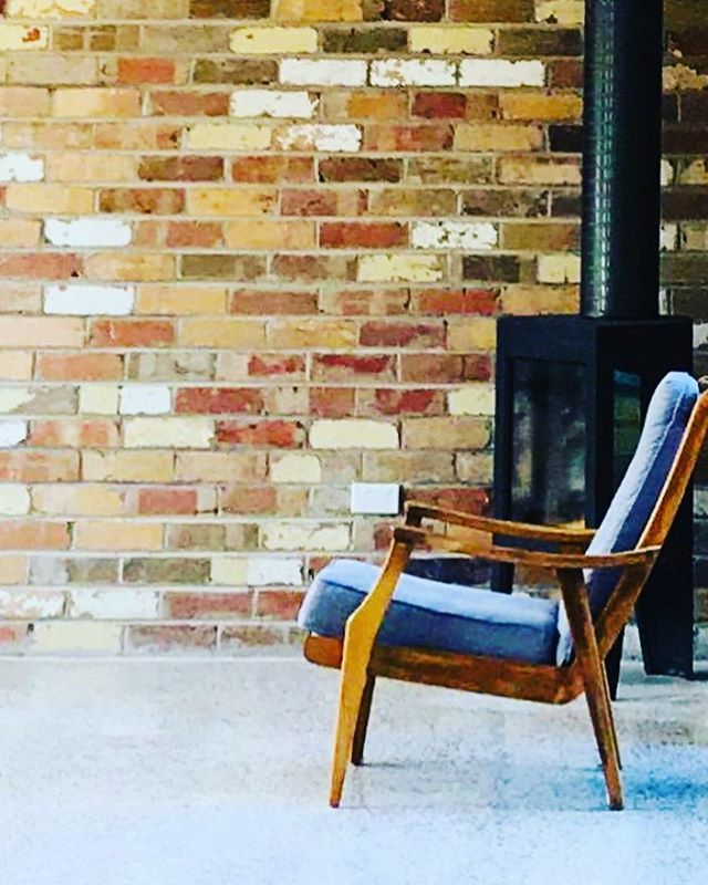 Feeling all the feels from this shot of our extension in Black Rock. #midcenturymodernfurniture #recycledbricks #concretefloor #minimal