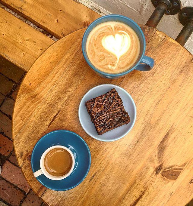 Espresso, chocolate and sunshine ☀️ . . . #bostonfoodies #bostonfoodie #eastcoastfoodies #breakfasttime #coffeeshop #bagelshop #foodstagram #foodie #bagelsandwich #dogsofinstagram #dogstagram #dogfriendlypatio #foodphotography #foodphoto #bageldog #glutenfreeeats #bestfoodboston #bostonfood #dailyfoodfeed #collegefoodie #collegeeats #harvard #harvardsquare #harvardyard