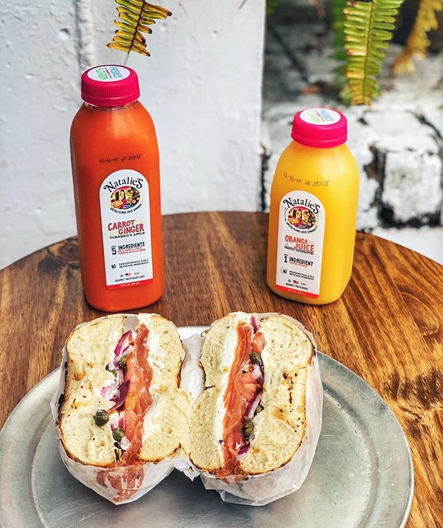 We are now carrying Natalie's juices! Lox classic and a delicious 🍊 orange juice OR 🥕 carrot ginger tumeric juice (and more) for a power breakfast 👊  Seasonal juice selection currently includes: 🍊 OJ 🍑 peach green tea ☕Pomegranate white tea ♥️ Beet orange 🥕 carrot ginger 🥤 . . . #baaagels #bostonfoodies #bostonfoodie #eastcoastfoodies #breakfasttime #coffeeshop #bagelshop #foodstagram #foodie #bagelsandwich #dogsofinstagram #dogstagram #dogfriendlypatio #foodphotography #foodphoto #bageldog #glutenfreebagel #glutenfreeeats #lox #loxandcreamcheese #avocadotoast #bestfoodboston #bostonfood #dailyfoodfeed #collegefoodie #collegeeats #harvard #harvardsquare #harvardyard