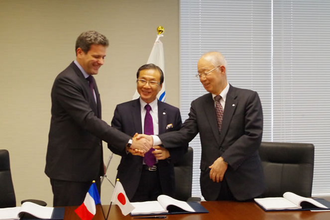 From the left: Mr Sonet (Sodexo), Mr Yaguchi (President and CEO of GLOBESHIP Corp.) and Mr Edagawa (CEO and Representative Director of Globeship Sodexo)