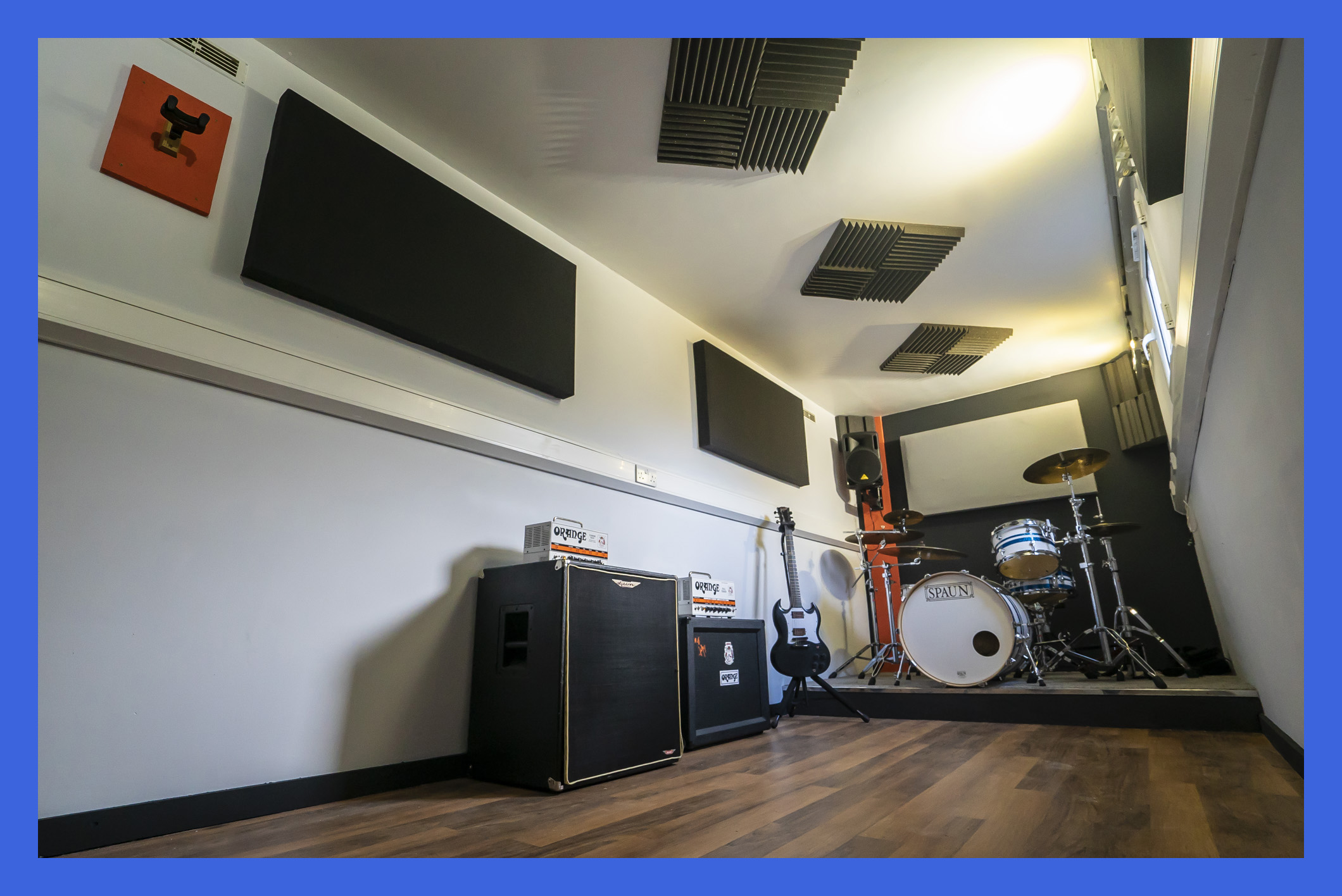 - Orange Tiny Terror + Blackstar 50w Cab- Ashdown Bass Combo- DW PDP 805 Drum Kit- Behringer B210D Eurolive 200W PA- Vocal microphones * 2 - 00:00 - 17:00 | £6PH17:00 - 00:00 | £8PH