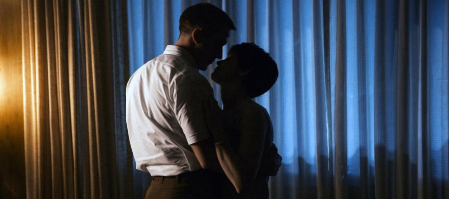 The marriage between Neil and Jan Armstrong, led by the excellent performance of Gosling and Claire Foy ( The Crown ), is depicted as loving but complex.