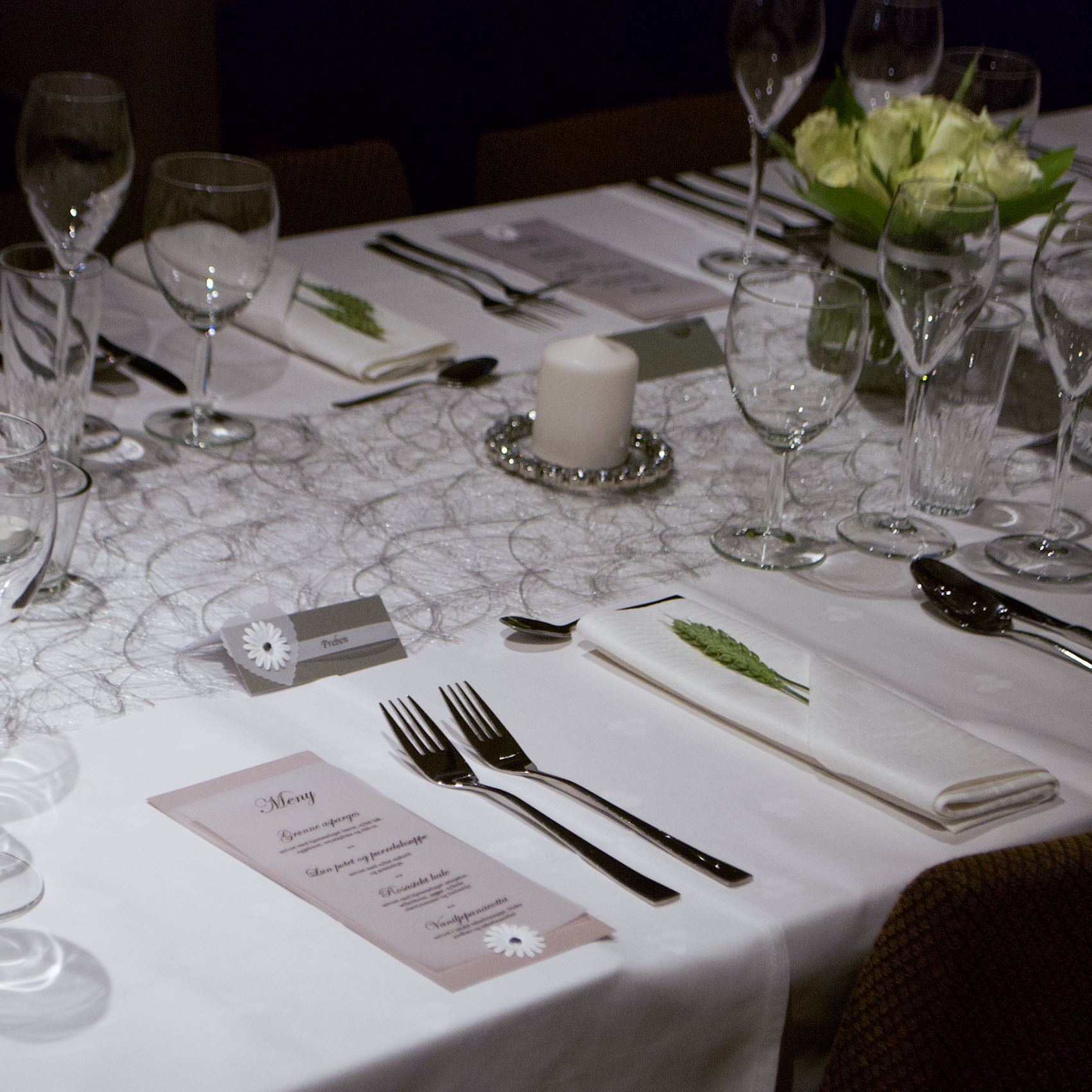 Geiteberg låve bryllup bord pynt 42.jpg