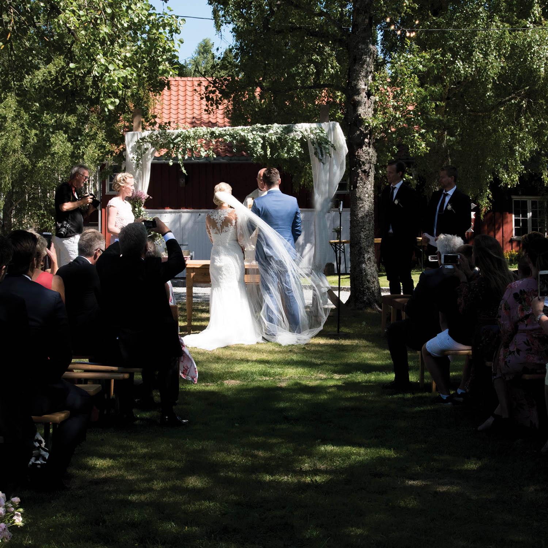 Brudepar låve bryllup Geiteberg.jpg