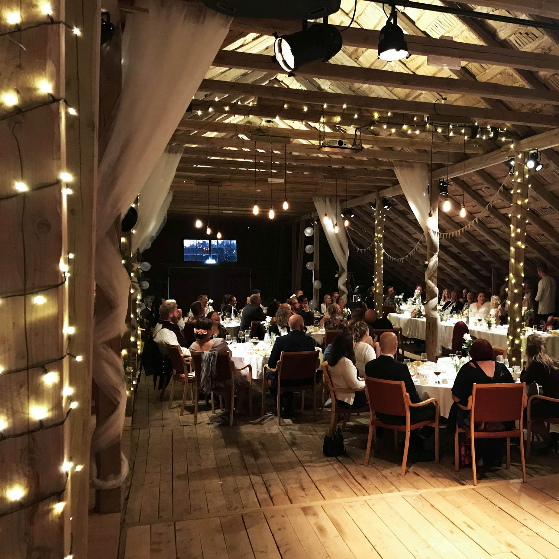 Geiteberg låve bryllup gjester 2.jpg
