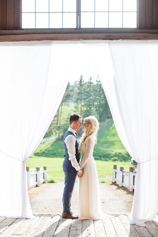 bryllupsfotograf_annemargrethephotography_oslo_norge_laavebryllup_bryllupsinspirasjon_barnwedding_leilahafzi_brudekjole_bryllup_65.jpg