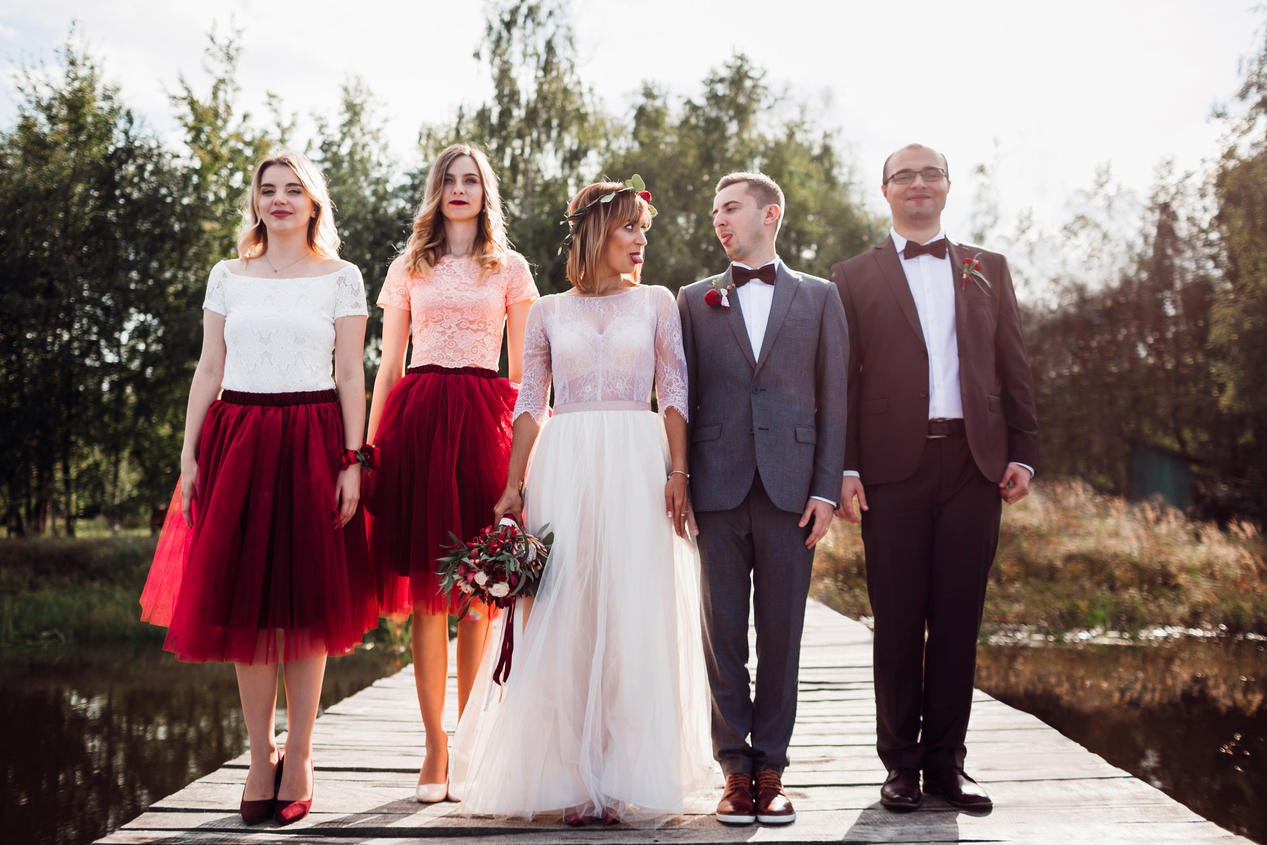 Outdoor wedding friends group photo retouching