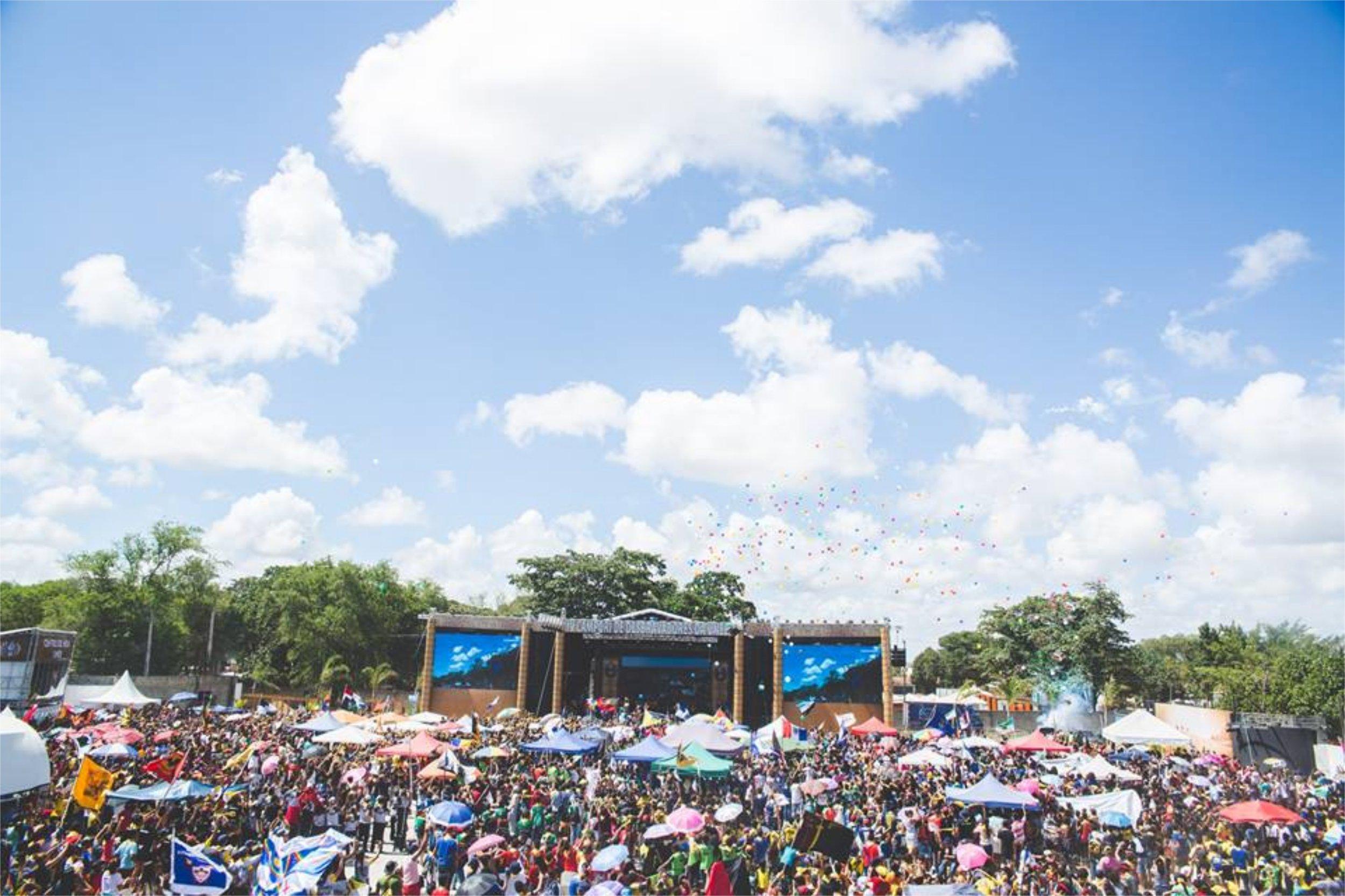 audience-celebration-clouds-920888.jpg