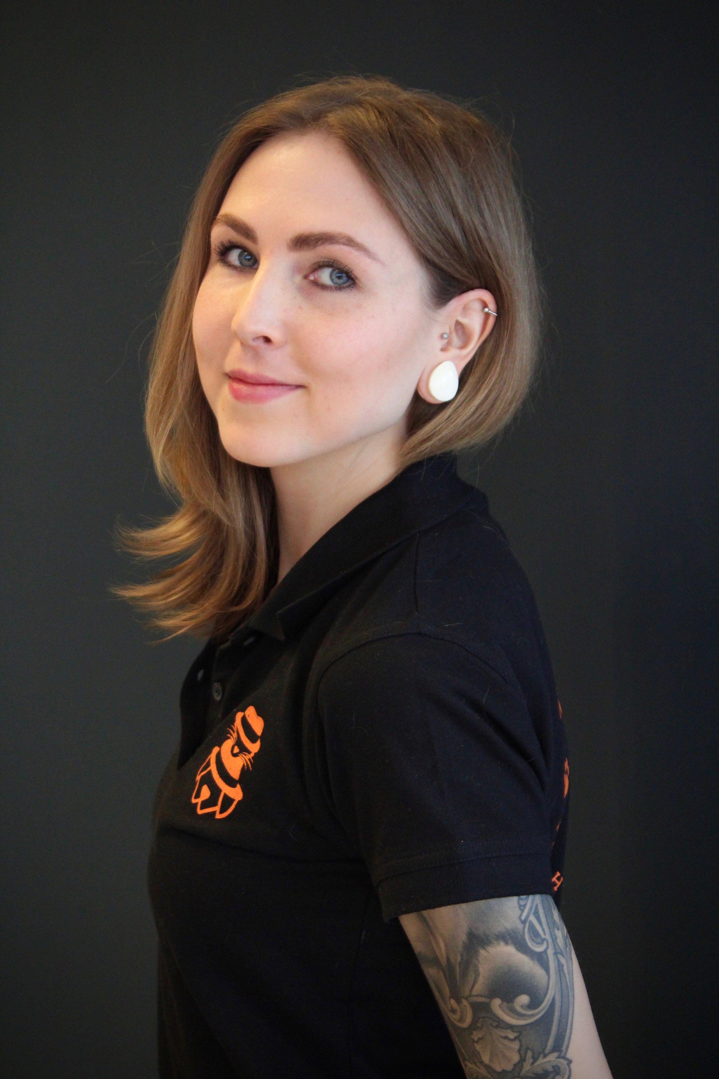 Sanni - Myyjä - eläintenhoitaja - kouluttaja