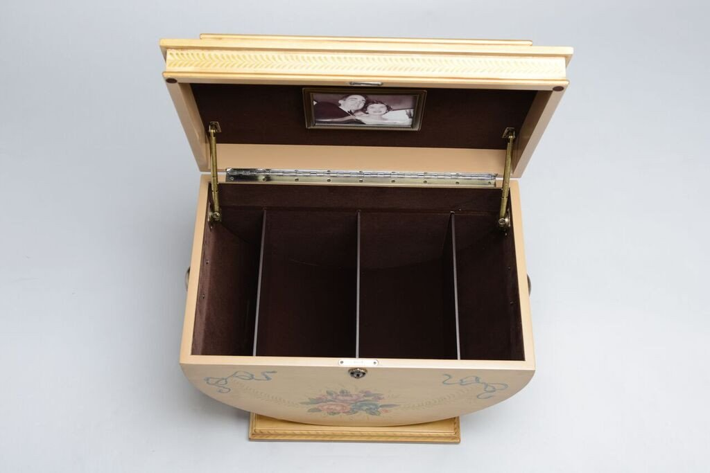 Colonial_Life_Chest_Inside_Removed_Shopify_1024x1024.jpg