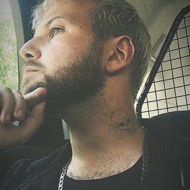 #sfx #tattoo for @stevenadh after the shoot today.  He wears it well 🤩 . . . .  #sfx #sfxmakeup  #tattoboy #sexy #film  #filmmakeup #makeup #makeupartist #subtle #heartbreak #thethinker #thinkingofyou #whatishethinking #thoughts #necktattoo #stereotypes