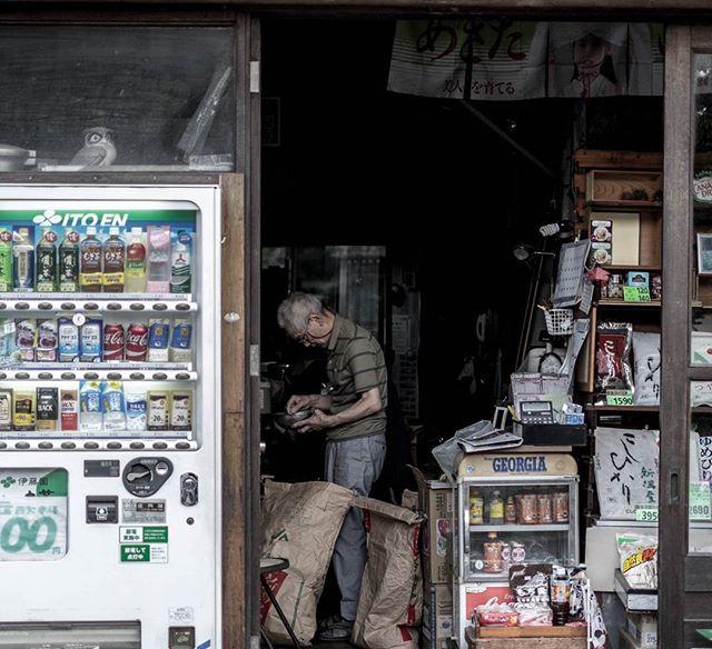 Shop... ©DavidPicarda #Tokyo #blackandwhite #japenese #japan #kyotojapan #travelphotography #travel #kawaii #otaku #fujifilm_xseries #fujixe2 #fujixcamera #fujixclub #japan_daytime_view #mystopover #trip #photooftheday #japaneseart #igjapan  #airnewzealand #mystopover #majestic_earth #instagood  #500px #lnstagramjapan #ig_japan #Kyoto #ilovejapan #ilovekyoto #ilovetokyo #tokyocameraclub