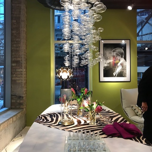 What a beautiful night for the River North Design District Gallery Walk opening party at Chicago Luxury Beds!  @chicagoluxurybeds #rnddgallerywalk2019 #rivernorthchicago #chicagoluxurybeds #chicagodesigner #interiordesign #northshoredesigner #wilmettedesigner #debIDGroup