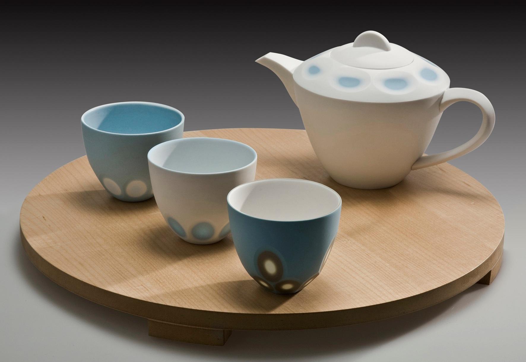 Ice White with Azure Blue 'Space' Teapot - 14 cm h  'Space' tea bowls - 6 cm h