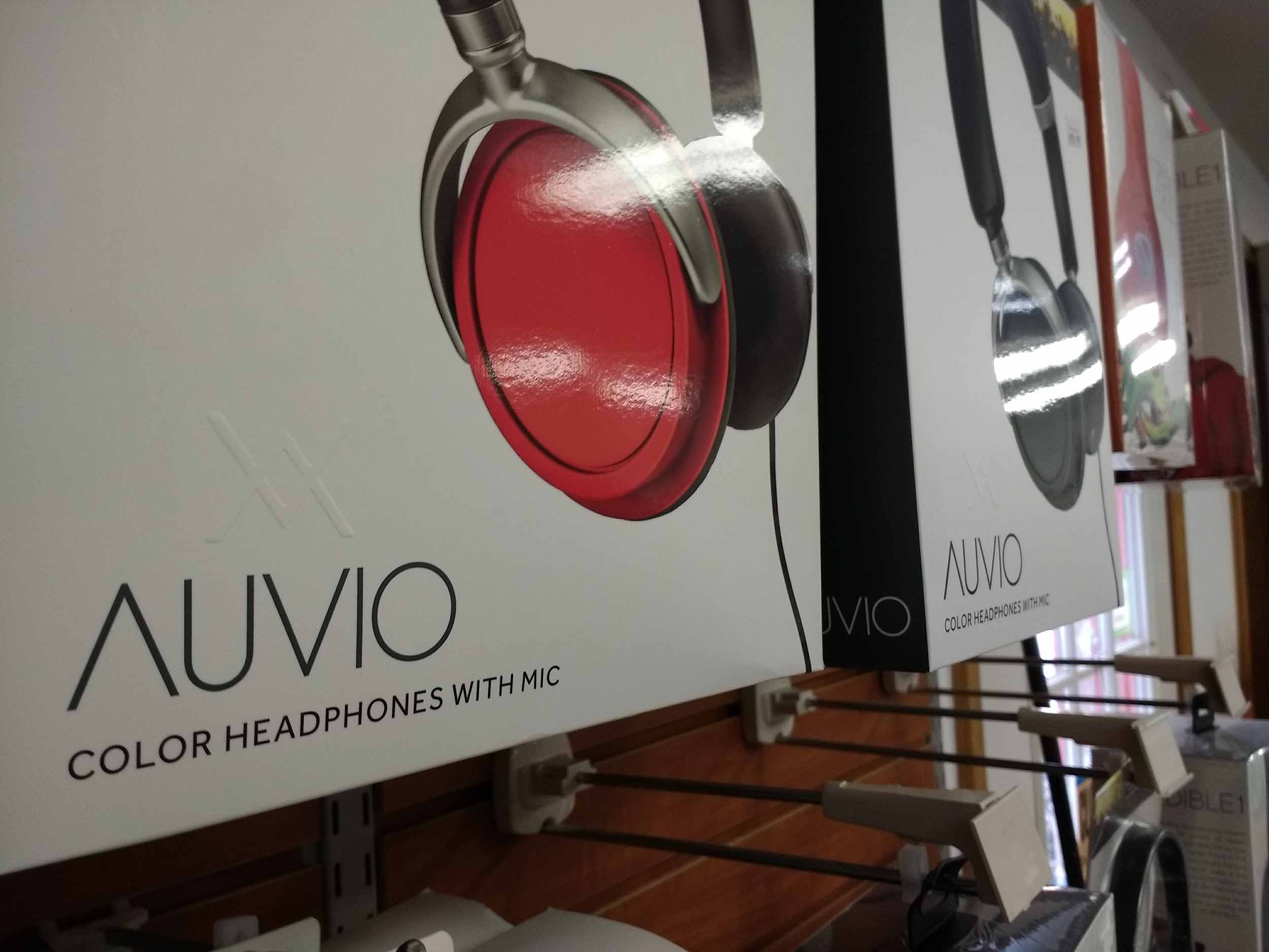 These Auvio brand headphones include mic.