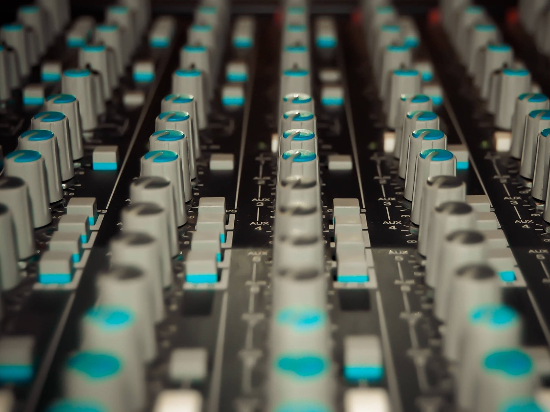 Parallel Processing - Push your knowledge of parallel signal routing even further, and make profound improvements to any mix in seconds.
