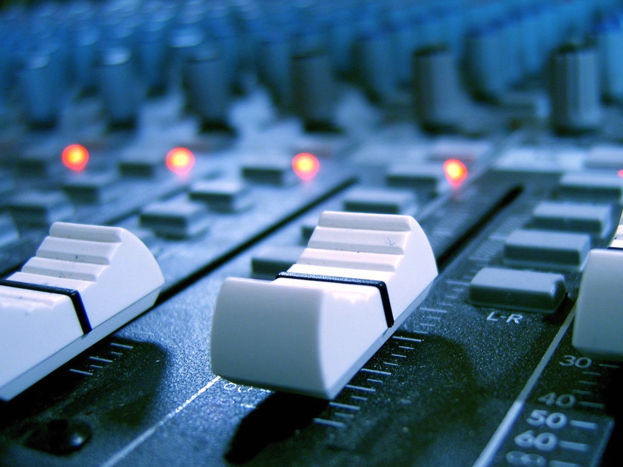 Analog Summing - Superimpose the sound of legendary analog mixing consoles to help any mix gel into a cohesive whole.