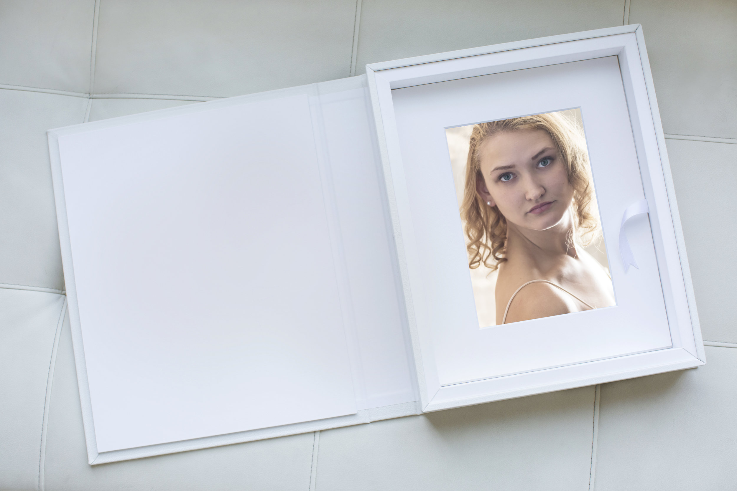 Folio Box - White MatElisabeth.jpg