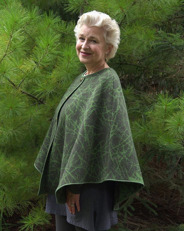 Who else is going to play in the woods this weekend? ☺️🌲🍂❤️ . Pine Needle Cape 👌🏽💚 #lauriejacobioriginals #wearwool #womeninfashion #handmadeclothing #ecofashion #pineneedle #swedishfashion #nordicdesign #fallfashion #textiledesign #fallfeelings #madeinmn #makersgonnamake #handmade