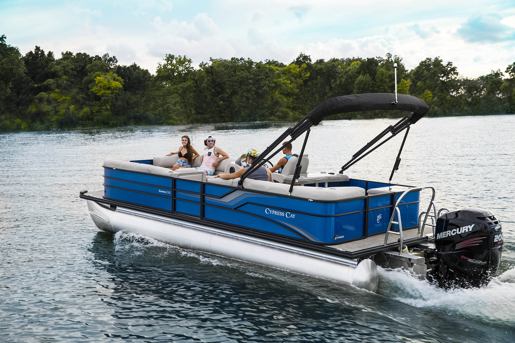 The Cypress Cay brand embodies the fun and youthfulness that boating has been known for. The 2017 Seabreeze was redesigned to depict the brand more accurately.   The exterior wears the new electric blue fence with black anodized rails. The fence design provided a great canvas for exterior graphics taking the sport version one step further.