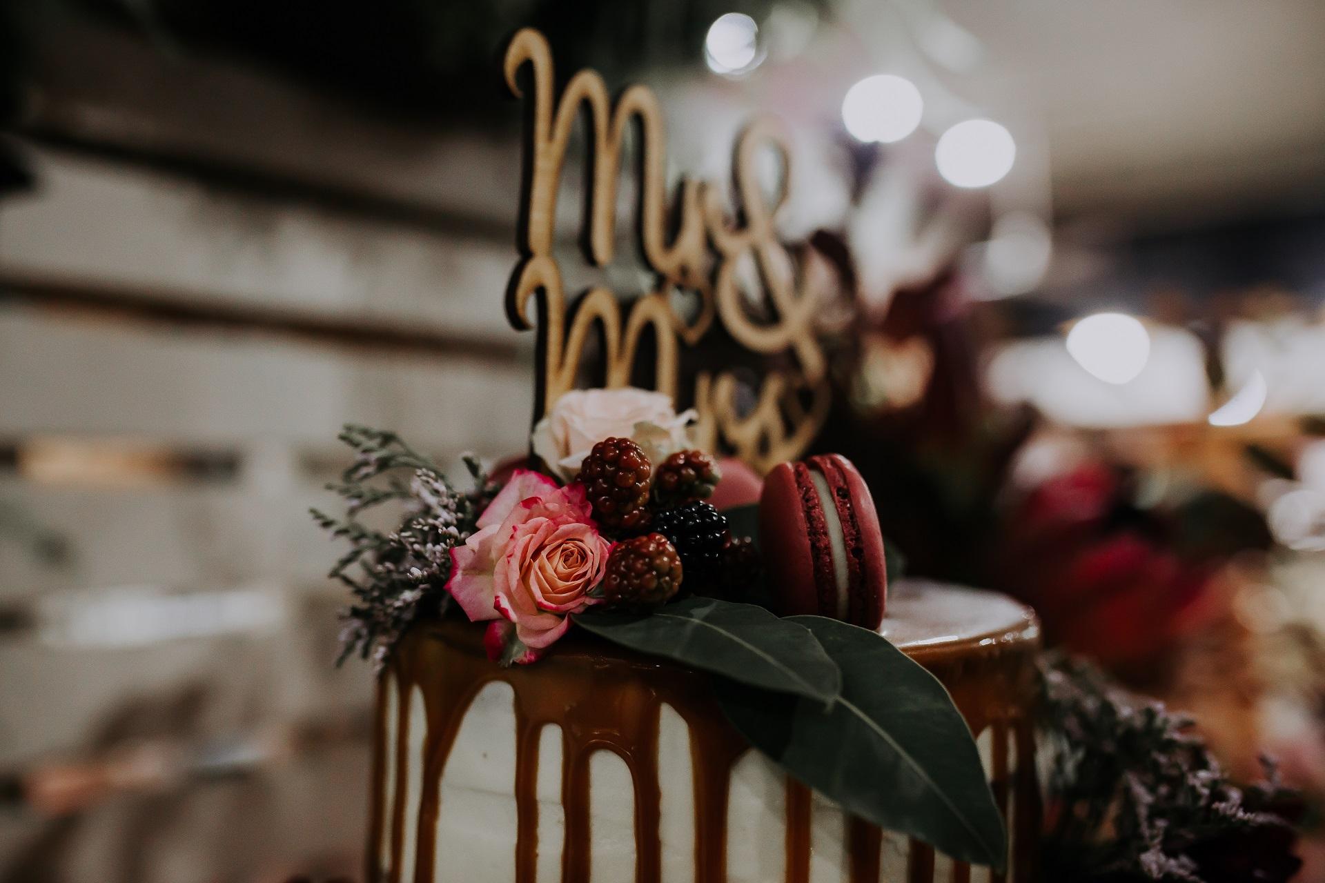 Melissa & Brian cake detail.jpg