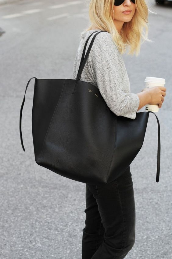 33. LARGE TOTE