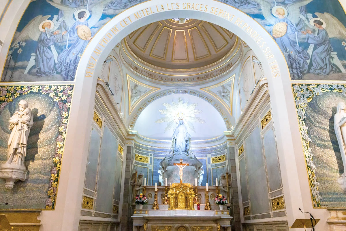 Visit of The Chapel of Our lady of the Miraculous Medal 15€