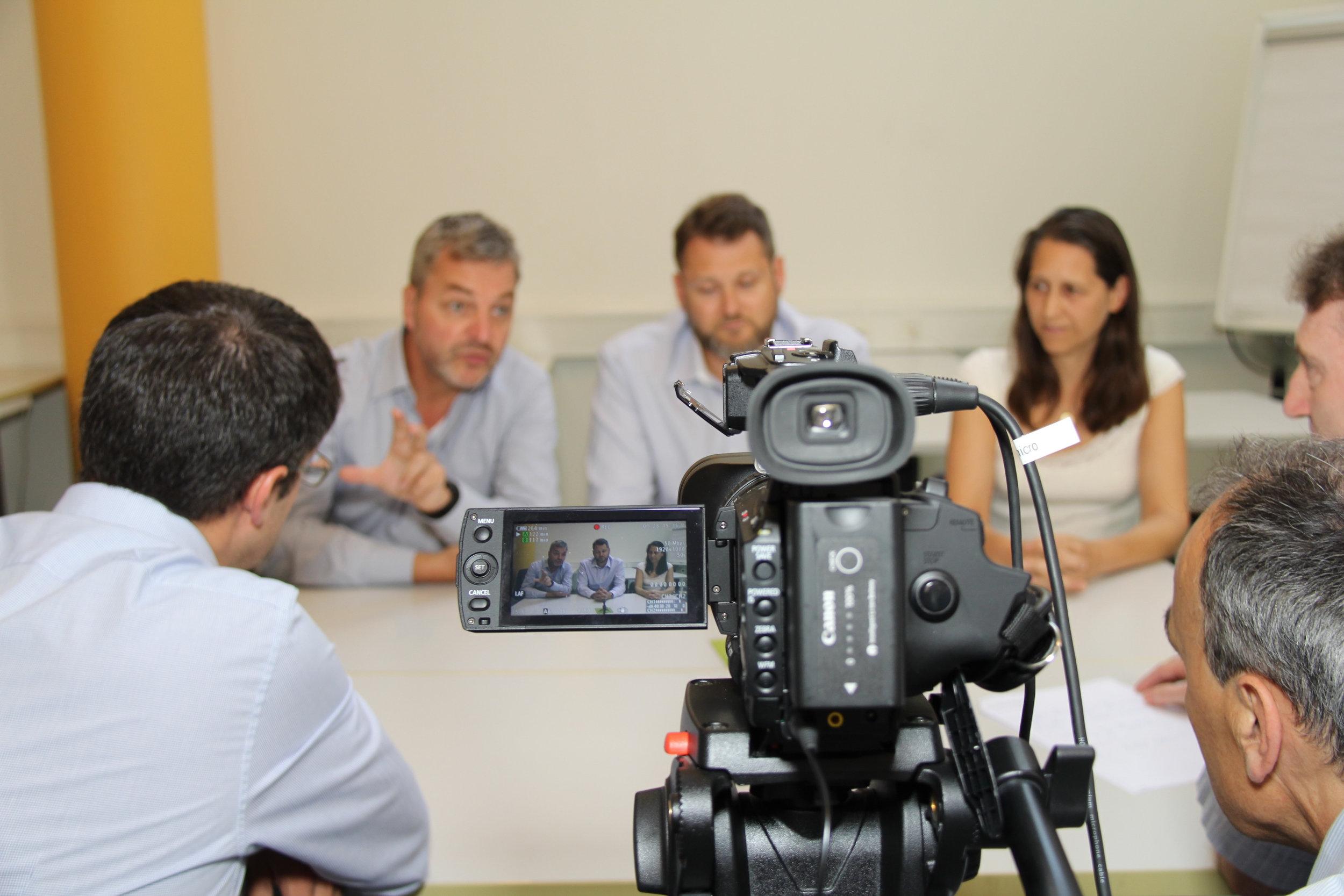 MEDIA-TRAINING   Notre média-training repose sur une longue pratique du terrain. Nos ateliers sont dirigés par un journaliste de télévision, recréent des scénarios crédibles, et utilisent du matériel professionnel pour simuler au plus près la réalité.