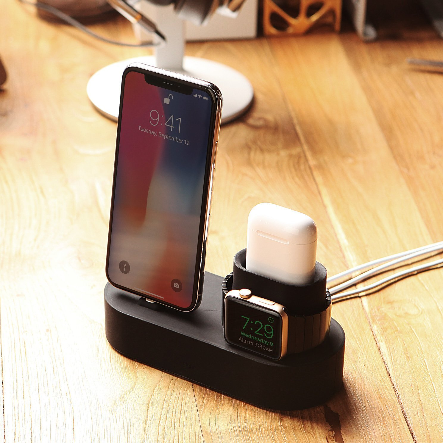 Hub-charging-stand-mount-iphone.jpg