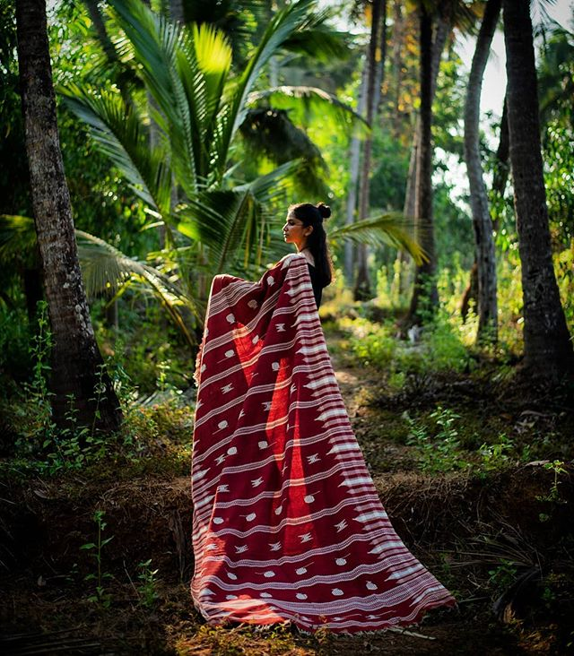 🔸I took a walk in the woods & came out taller than the trees🔸- Henry David Thoreau Naturally dyed, handcrafted with 💚 . . . . . . . . . . . . . #saynotofastfashion #buyhandmade  #handloom #tribeoftextiles #handwoven #ethicalfashion #textilesofindia #tribal #buylocal #sustainablefashion #textiledesign #handcrafted #consciousfashion #fashionrevolution #handmadefashion #makersgonnamake #villagesnotfactories #taintedmag #somewheremagazine #textileart #ignant #noisemag #hikaricreative #chasinglight #independentmag #buylesschoosewell #slowfashionmovement