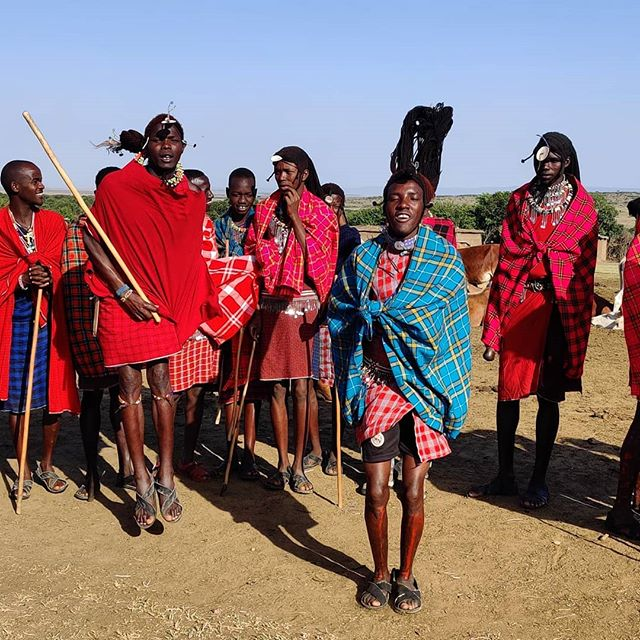 The Maasai culture is renowned for its music & dance, including the competitive jumping for which they are perhaps best known. It's also a way to get girls: the higher you jump, the more appealing you are to the ladies. 😁 Learn more interesting facts about this unique culture in our journal. Article live now, link in bio. . . . . . . . . . . . . . #maasai #maasaimara #kenya #peopleoftheworld #tribeoftextiles #maasaipeople #indigenous#maasaidance #warriortribe #ignant #noisemag #hikaricreative #chasinglight #independentmag #somewheremagazine #facesofafrica #natgeotravel #indigenousculture #thisisafrica #mamaafrica #tribalculture #taintedmag #indigenouspride