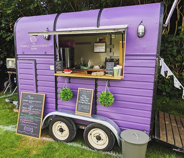 We are in Worcester today until 6pm at the County Cricket Club 😍💜✨ Serving hot Japanese inspired carrot lox bagels with wasabi cream cheese, cucumber coins with sesame and chives 🥯 and chickpea, cauliflower and spinach curry with paprika fried rice 🍛 . . . . #curryandapint #friedrice #wearepurple #weddingideas #events #Worcester #ThePurpleCauliflower #purpleisthecolor #vegan #cateringuk