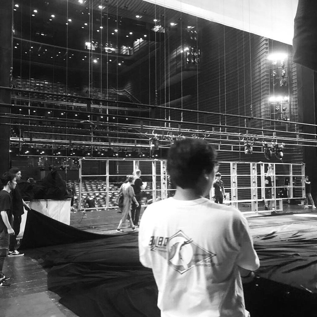 Bühnenaufbau im LG Art Center