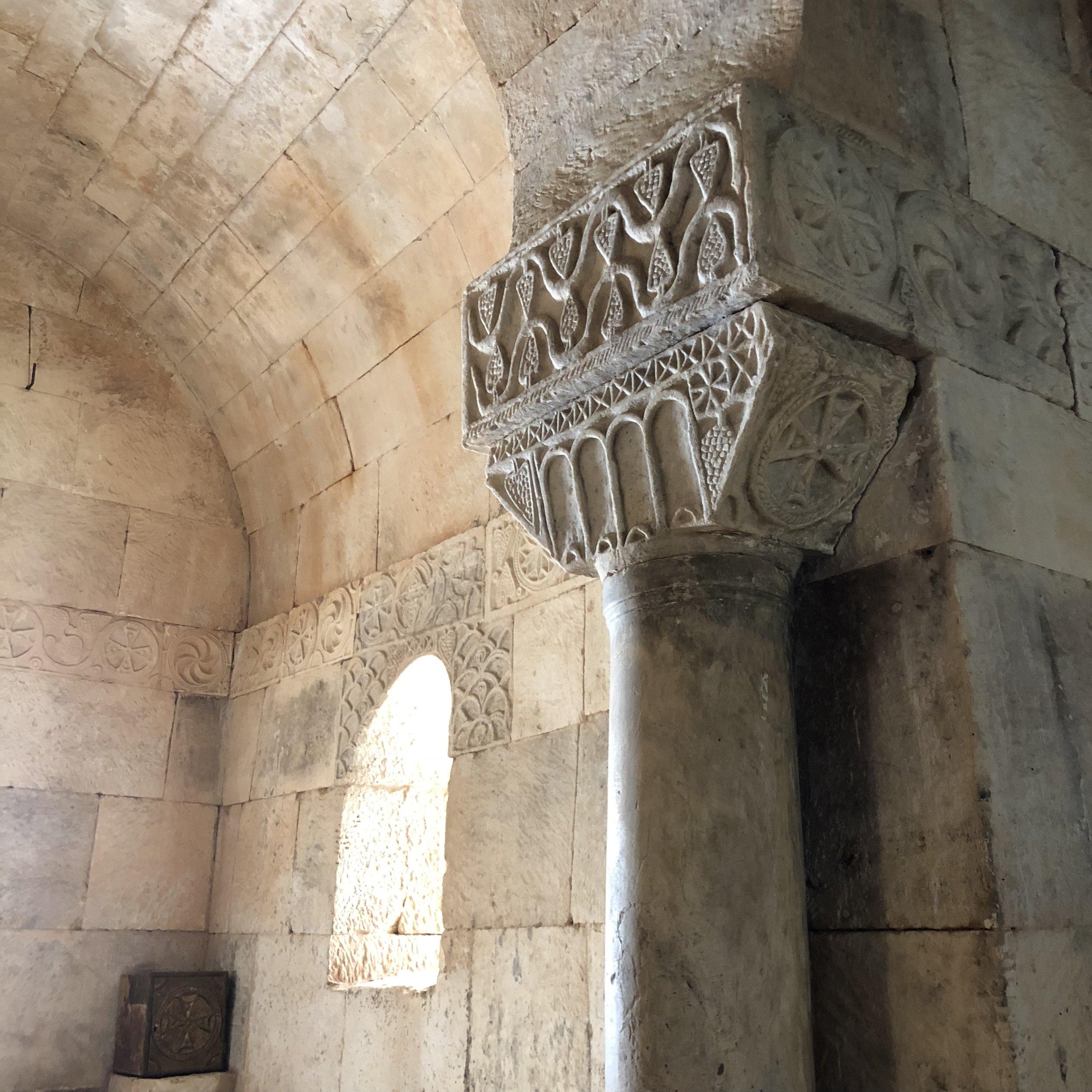 Interior de San Pedro de la Nave.