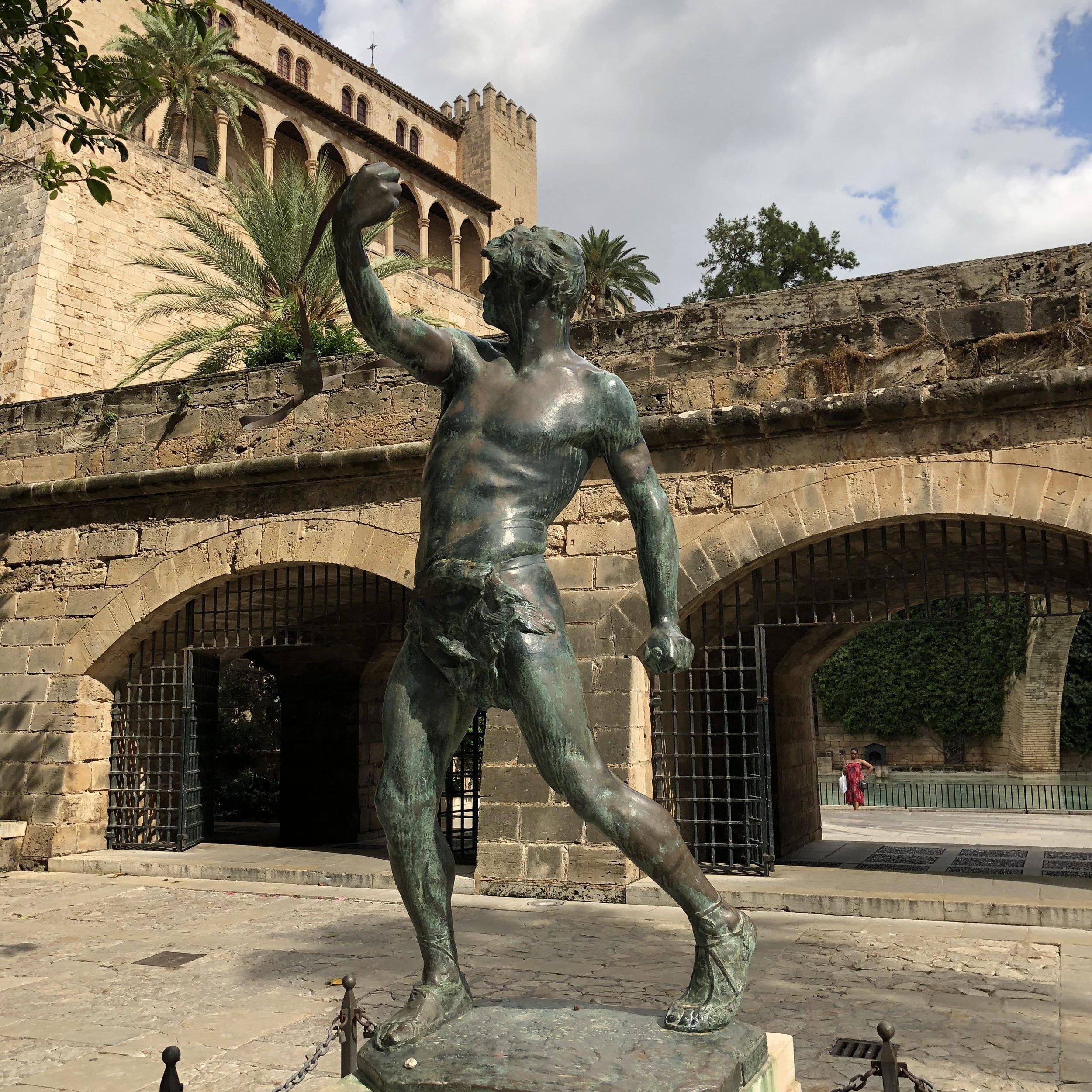 Estatua Es Foner.