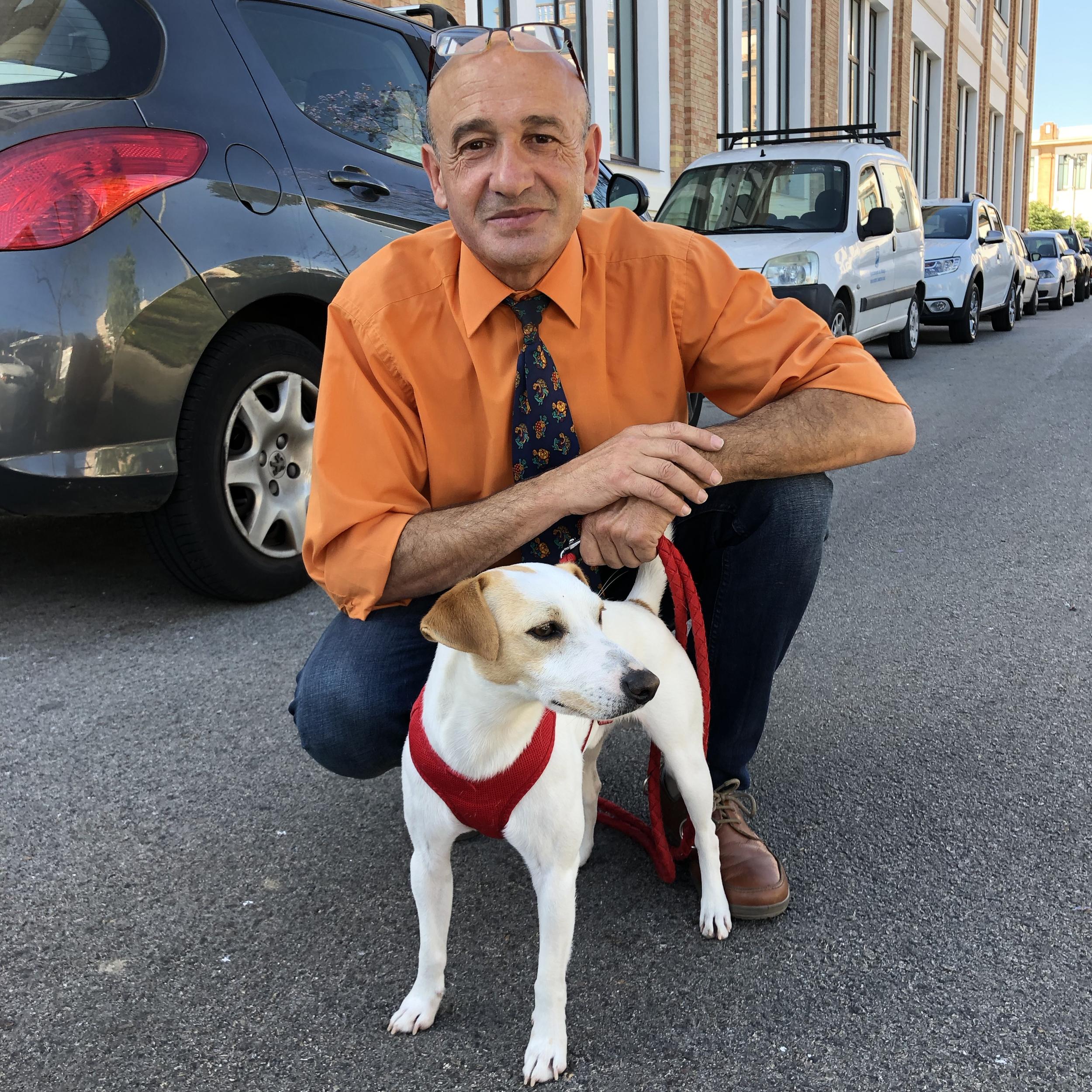 Con Jesús, de Taxi Guau Málaga.