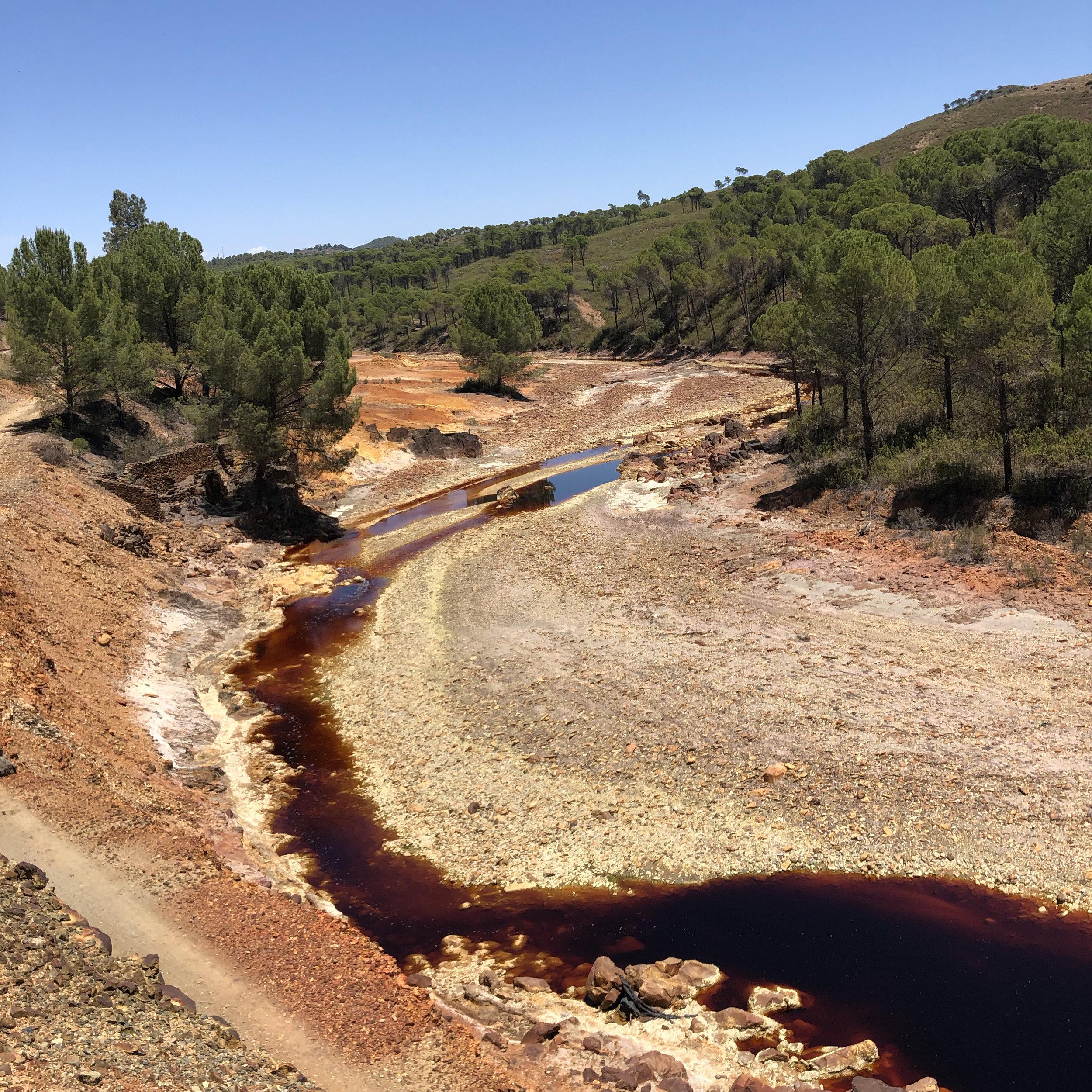 El Río Tinto atraviesa el Parque Minero.