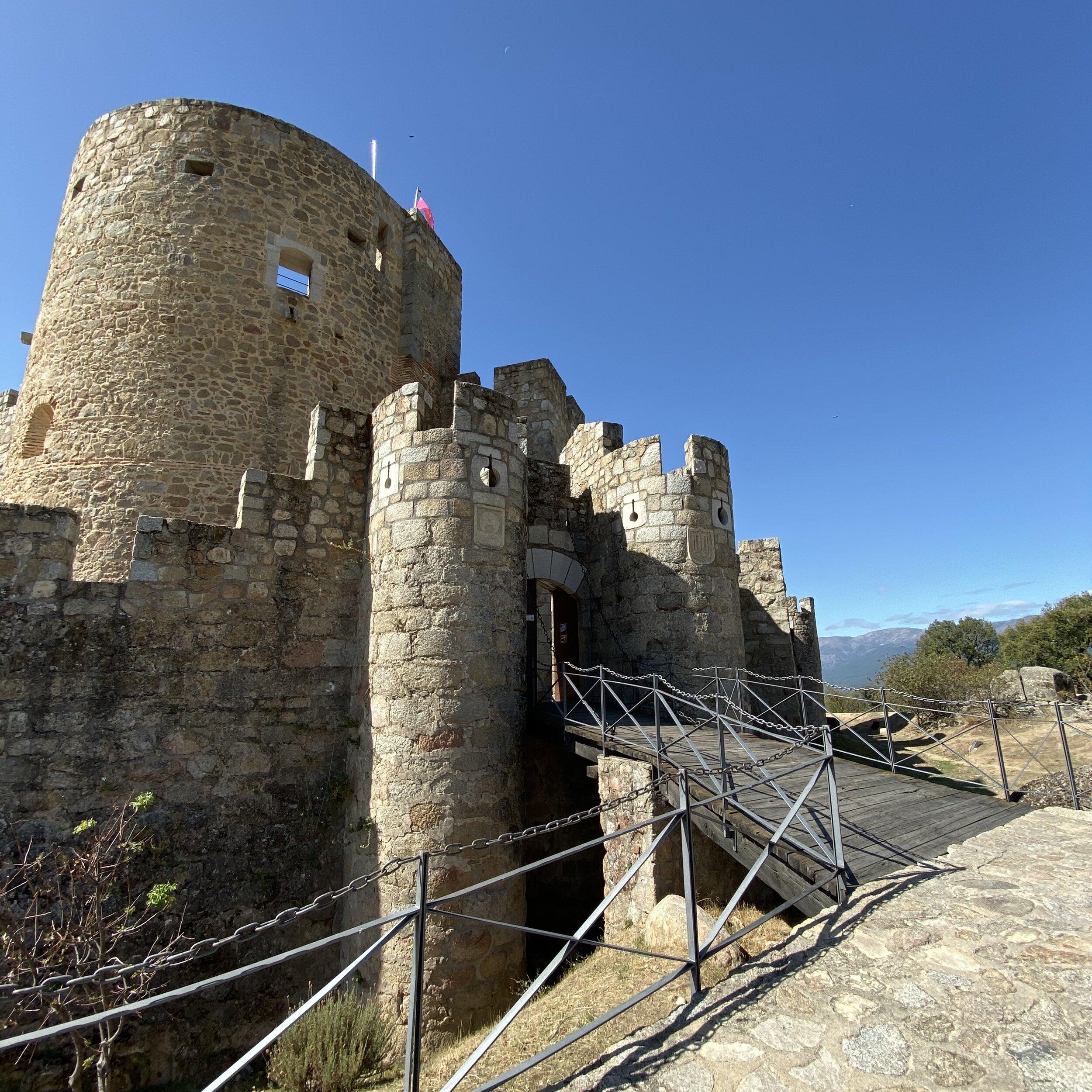 Acceso al castillo de La Adrada.