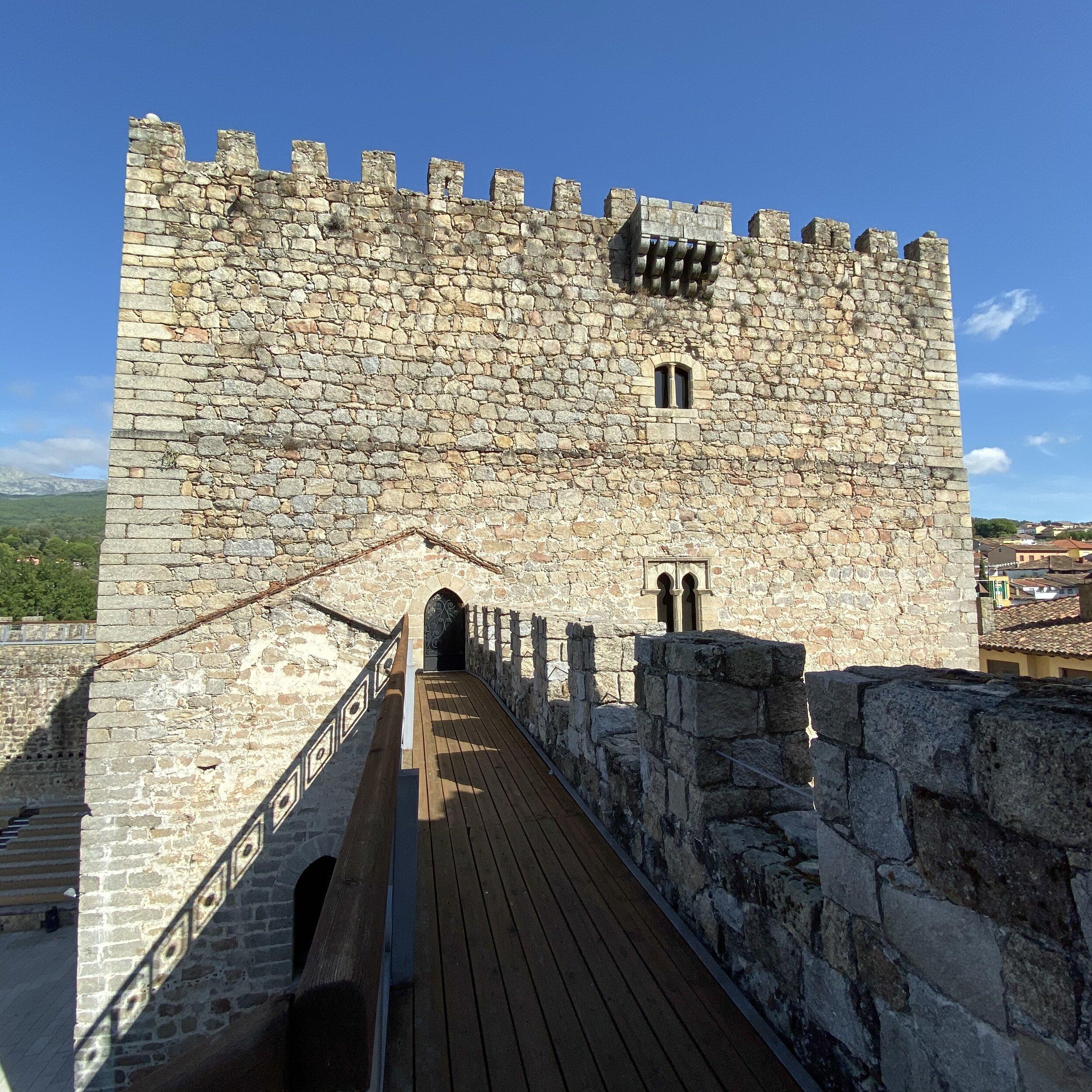Adarve del castillo de Arenas de San Pedro.