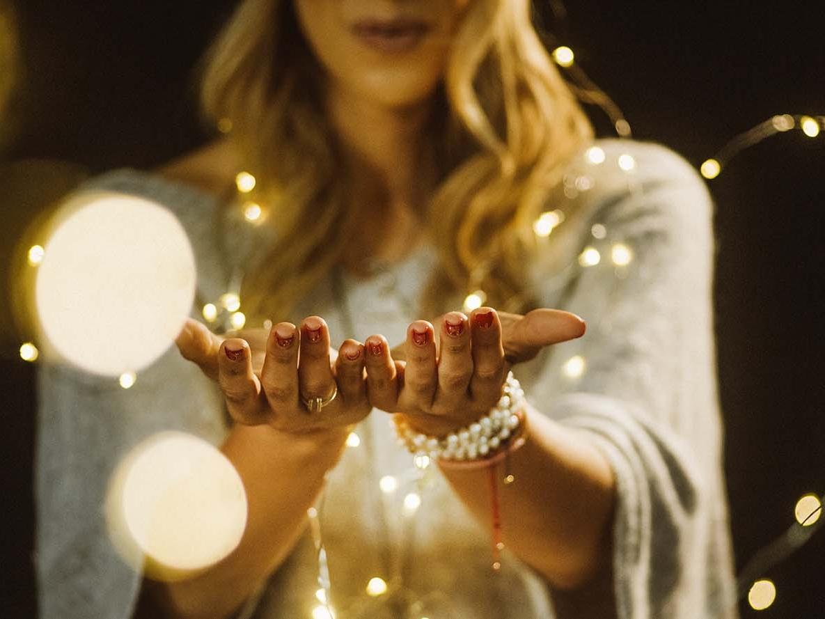 Si quieres VER, primero tienes que CREER - Empecé a aprender sobre nuestra relación con el Amor Divino (Dios), el santuario que es nuestro cuerpo. Comencé a estudiar sobre ciencias espirituales, metafísica, el yoga, la meditación, la oración, entre otras maravillosas herramientas.Empecé a enseñar y compartir por medio de mi trabajo en la moda con un slogan; si quieres ser empoderado, hermoso, seguro y sexy. ¡Tienes que SENTIRLO primero! Hace dos años encontré una vocación especial para compartir todo este conocimiento sirviendo como coach espiritual.