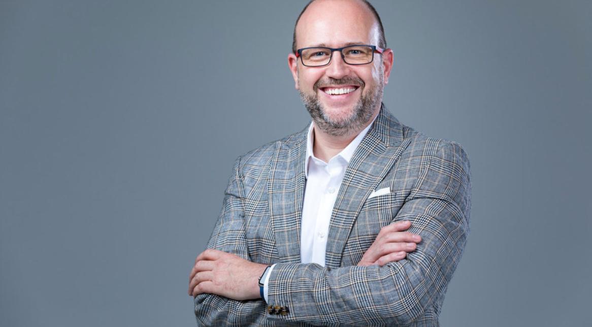 """A meglátásai egyediek, nekem több olyan javaslatot is tett, amire a közönségem kiemelkedően reagált."""" - - Wolf Gábor, Marketing Commando"""