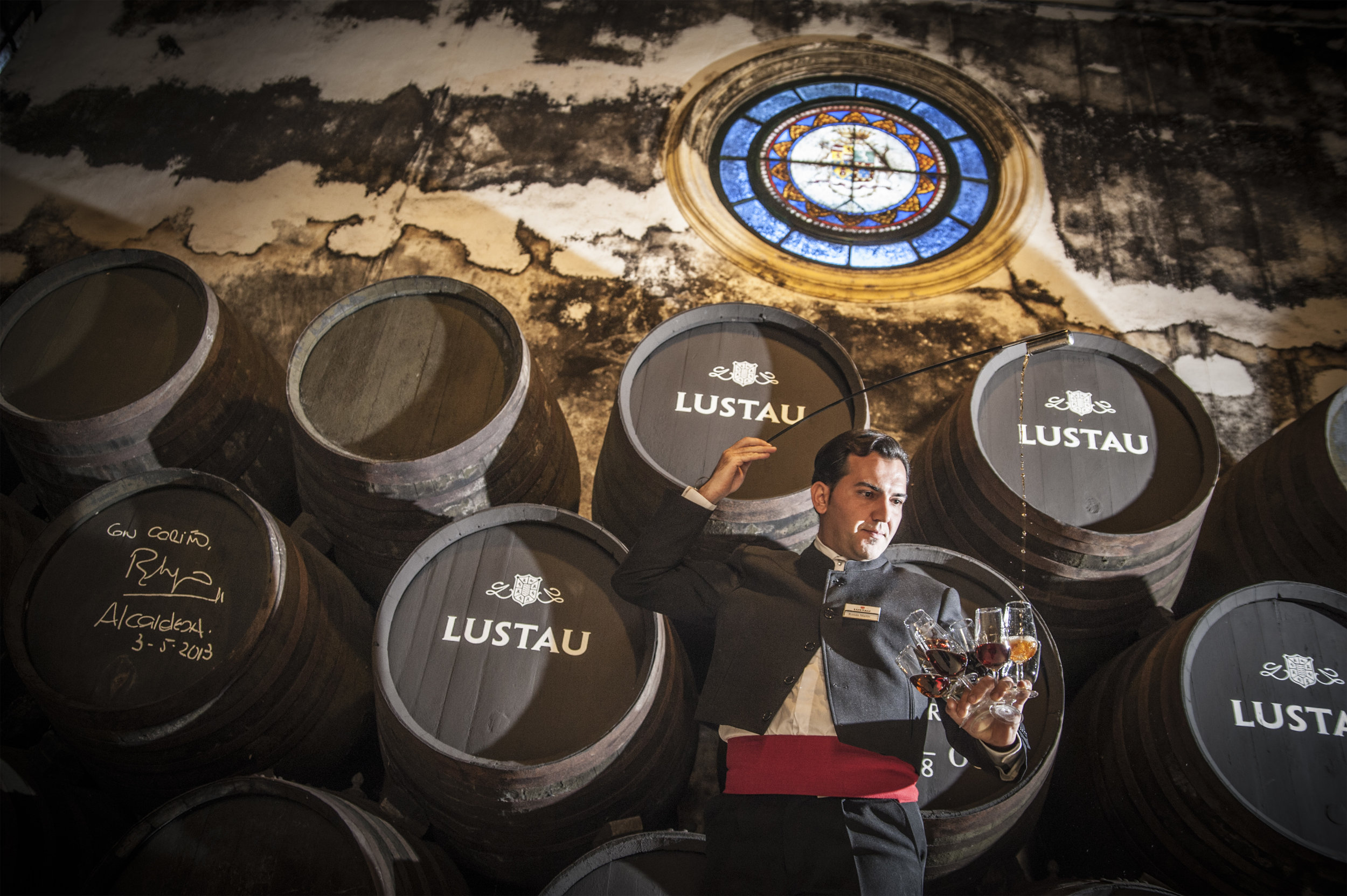 A venenciador demonstrates his sherry-pouring skills