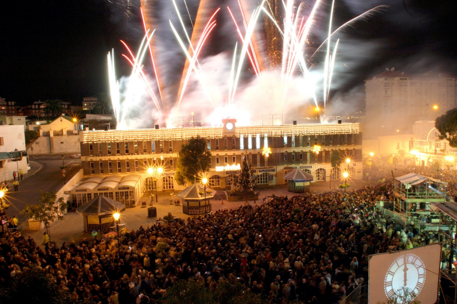 Casemates Square, 22.30-03.00 - Live bands, DJs, midnight countdown and fireworks to see you merrily into 2019