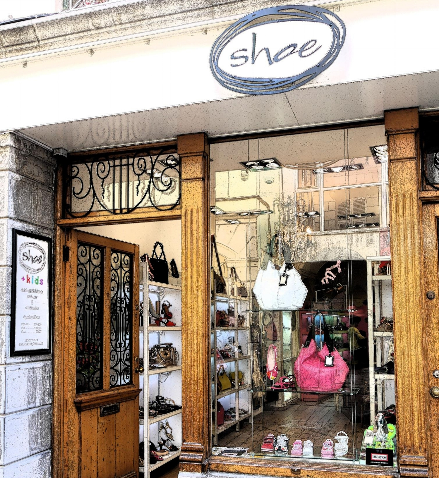 Italian Style - If you're looking for a change from chain store footwear you'll fall in love with Shoe's designer range of soft Italian leather boots, shoes and handbags.