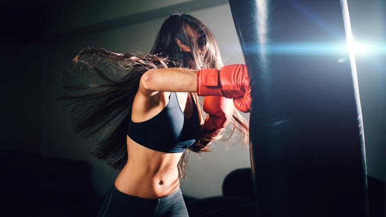 """FITBOXE - Definita """"l'aerobica boxata"""", consiste in esercizio fisico aerobico che utilizza le tecniche di boxe e kickboxing a un ritmo sostenuto di musica. Un'atmosfera di divertimento che riesce a coinvolgere tutto il corpo e la mente. Fight with us!"""