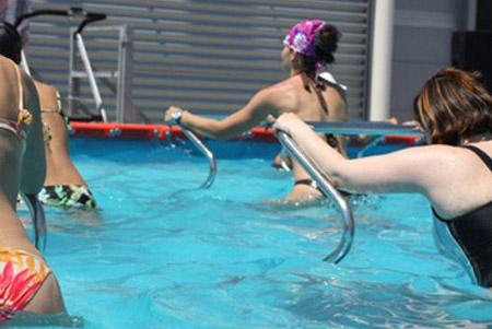 TAPIS ROULANT - Allenamento cardiovascolare con utilizzo del tapis roulant acquatico. Si alternano esercizi di andature ed esercizi sul posto a corpo libero.