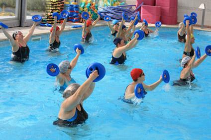 FREE WATER - A fantasia dell'istruttrice può essere un allenamento a corpo libero o con l'ausilio di piccoli o grandi attrezzi.